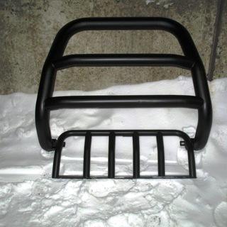 Окрашенный в черный матовый цвет бугель на Jeep
