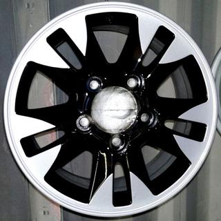 Диск Тойота в два цвета: черный и серебристый